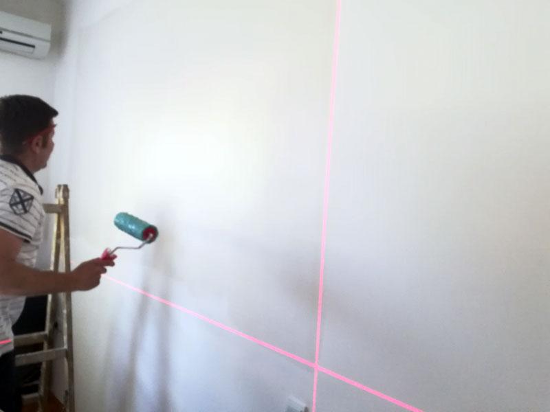 lasersko obelezavanje zidova za lepljenje tapeta